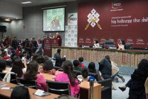 达赖喇嘛尊者说世界需要更多的妇女领袖