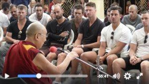 达赖喇嘛同澳洲国家板球队谈内在价值与中共审查制度