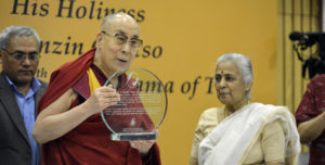 达赖喇嘛尊者接受印度松迪基金会的奖项