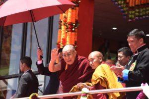 阿邦首席部长祈请达赖喇嘛尊者未来在达旺地区传授时轮金刚法会