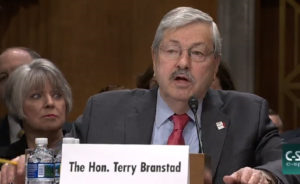 """布兰斯塔德(Terry Branstad)说他将""""敦促中国政府与达赖喇嘛举行建设性和直接的对话"""""""