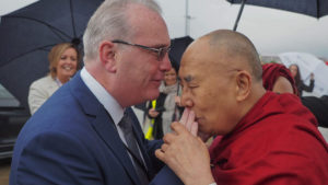 达赖喇嘛尊者在北爱尔兰向上千民众发表《践行慈悲》的演讲