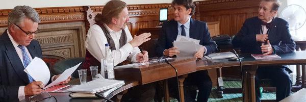 国际声援西藏运动主席在英国议会全党派西藏小组发表讲话