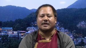 """西藏僧人秘密证言:""""再教育营""""里酷刑、性虐待猖獗"""