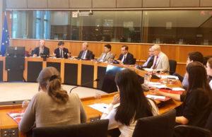 国际声援西藏运动 (ICT)的主席马泰沃·麦卡西 (Matteo Mecacci) 在日内瓦和布鲁塞尔向联合国和欧盟官员讲述西藏的现状