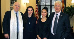 西藏人民的朋友参议员约翰·麦凯恩 (John McCain) 去世
