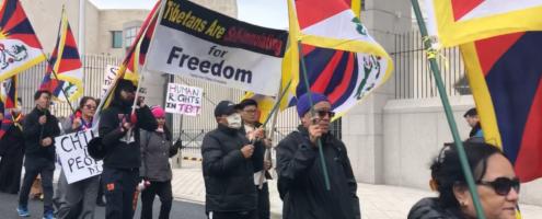 三十西藏抗暴起义日,在中国驻美大使馆前举行示威集会